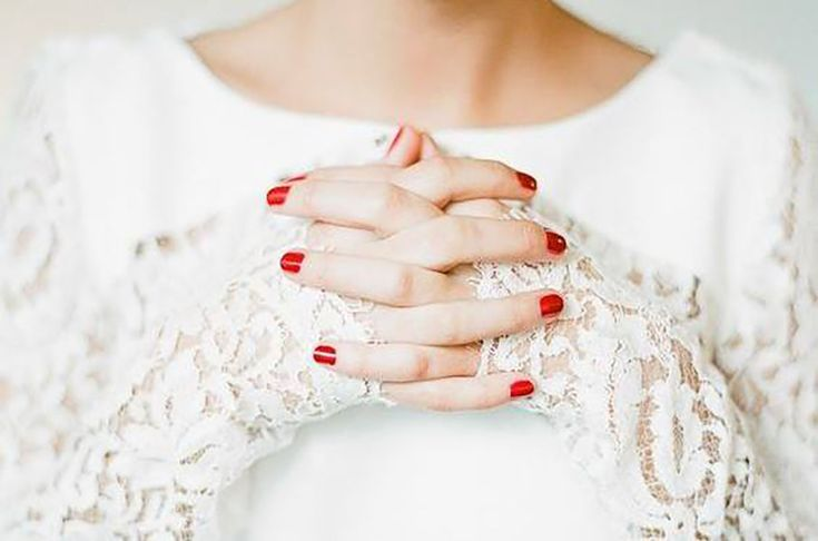 "For the ""total vintage"" look lovers, who can't give up the appeal of garments  and accessories of the past decades, a quick and smart solution it will be an outstanding blazing red both for the nail polish and the lipstick."