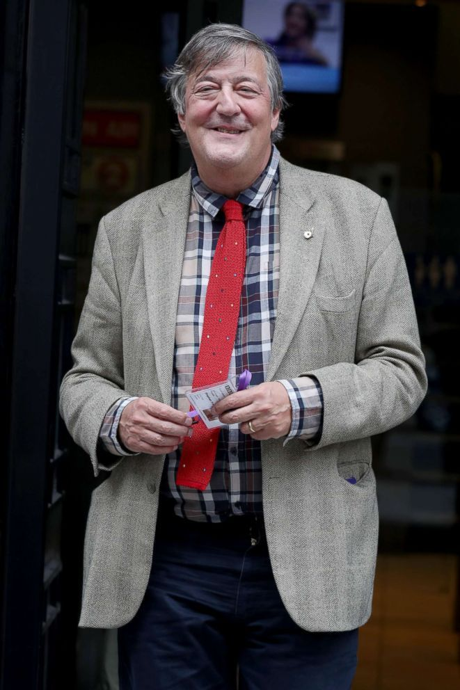 English Actor Stephen Fry reveals aggressive prostate cancer diagnosis Entertainment