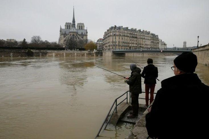 River Seine levels rise further as Paris braces for flood risk
