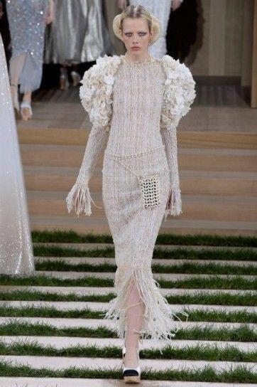 Abito in tweed pesca - Abito in tweed pesca con maniche ampie della collezione Chanel haute couture primavera/estate 2016