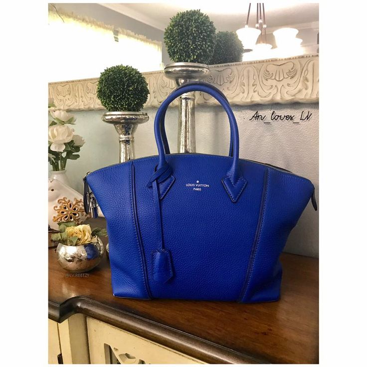 Have you ever seen a Louis Vuitton lockit in blue? Here's a treat for you! 💙 [Louis Vuitton Collection 148] Owner: Andrea Higgins (group member) 😘 . ----------------------- Follow us to get your daily dose of Louis Vuitton! 😽