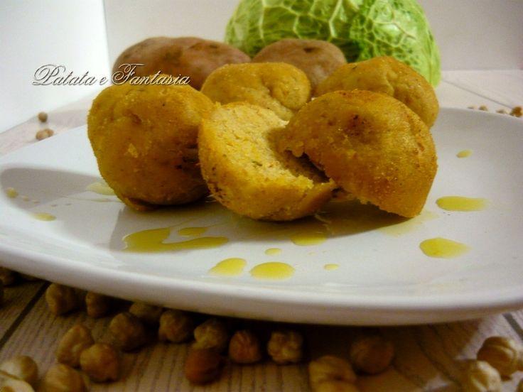 Le polpette vegane con patate e ceci è una ricetta buonissima che ha conquistato tutti i miei ospiti a cena; scettici nei confronti delle ricette vegane, li ho fatti ricredere.