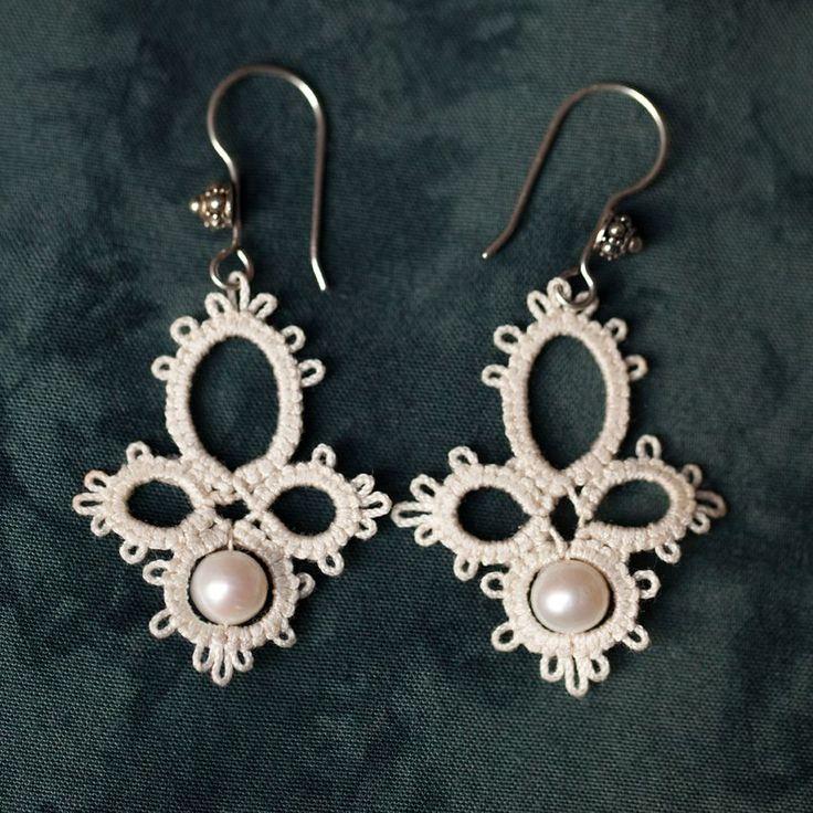 Frivolité à la navette: collier et boucles d'oreilles frivolité et perles d'eau douce