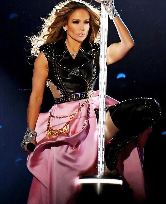 Jennifer Lopez Net Worth 2021 Biography Wiki Career Facts Online Figure Super Bowl Outfit Jennifer Lopez Jlo