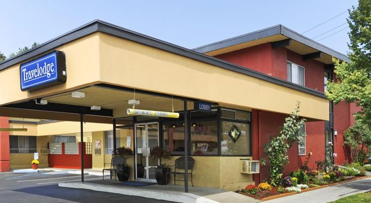 Seattle University Travelodge Seattle Located 400 metres from the University of Washington, this convenient hotel provides comfortable accommodation and contemporary amenities just minutes from shopping, dining and other Seattle attractions.