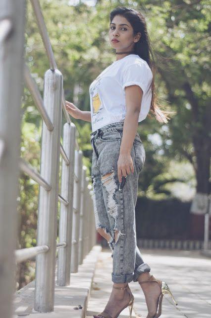 boyfriend jeans,torn jeans,indian blogger