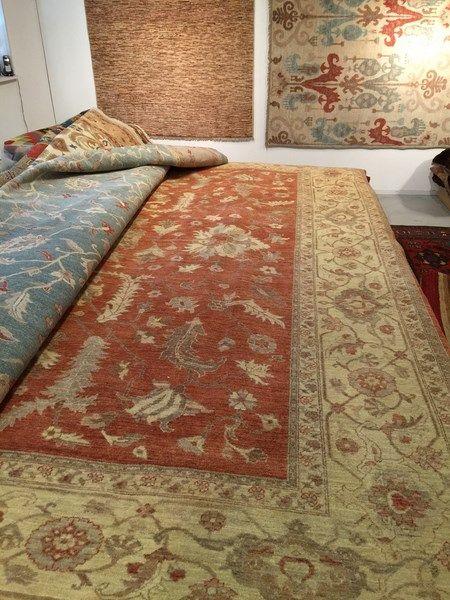 Roestkleurig samarkand tapijt. Lees er meer over op http://www.tapiroe.be/stijlentapijt.html