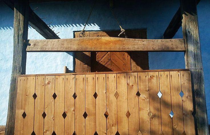 """File:Toaca de lemn a bisericii """"Sf. Dimitrie"""" din satul Fânaţe, comuna Câmpani, jud. Bihor, Romania.jpg"""