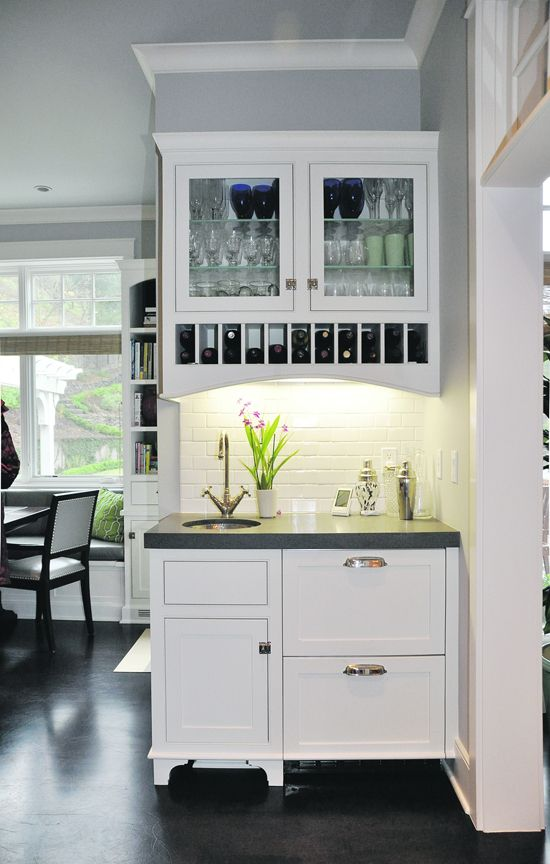 same kitchen, TILE! style, glass cabinet doors