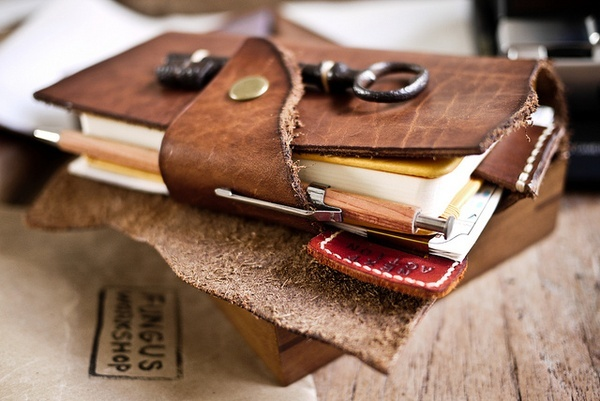 OATS leather-craft: Leather Crafts, Books Covers, Travel Journals, Leather Journals, Leather Wallets, Antiques Keys, Notebooks, Leather Work, Leather Jackets