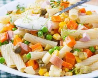 Pâtes rassasiantes aux légumes et dès de jambon : http://www.fourchette-et-bikini.fr/recettes/recettes-minceur/pates-rassasiantes-aux-legumes-et-des-de-jambon.html