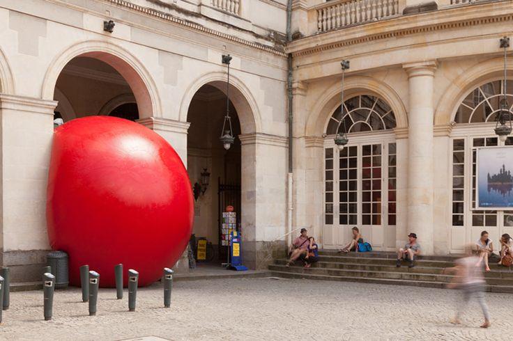 the redball project rennes squeezes into place de la mairie, france - designboom | architecture