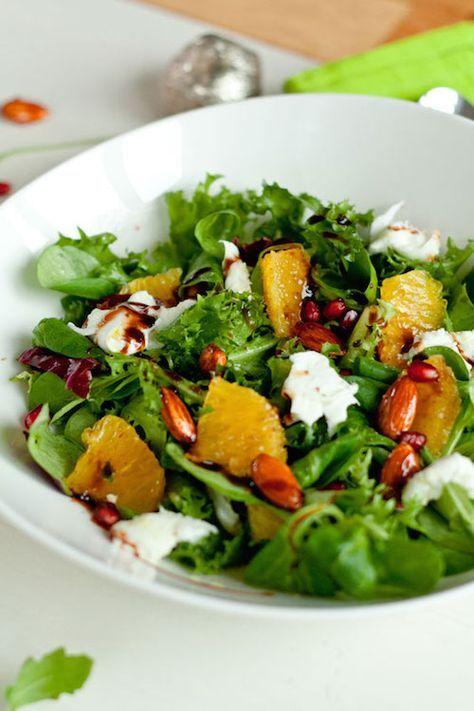 """Dieser Jamie Olivers Orangen-Mozzarella-Salat stammt aus dem Restaurant """"Fifteen"""". Salat mit Orangen, Mozzarella und Mandeln."""