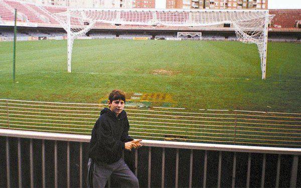 El comienzo de la historia de Lionel Andrés Messi Cuccittini en el FC Barcelona. Una foto para enmarcar.