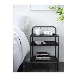 Du kan enkelt rulla bort sängbordet när du vill förvandla dagbädden till en skön säng eller komma åt saker under sängen. Enkel att flytta eftersom sängbordet har hjul.