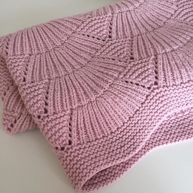 Camilla blanket designed by Carrie Bostick Hoge, knit by @akolbaek in Quince & Co. Osprey: http://quinceandco.com/collections/yarn/products/osprey-yarn-wool
