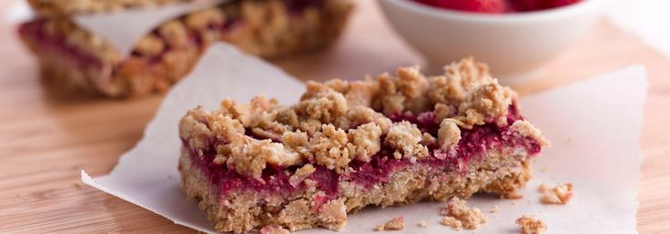 Grab one of these healthy raspberry oatmeal bars for breakfast and start your day off right!