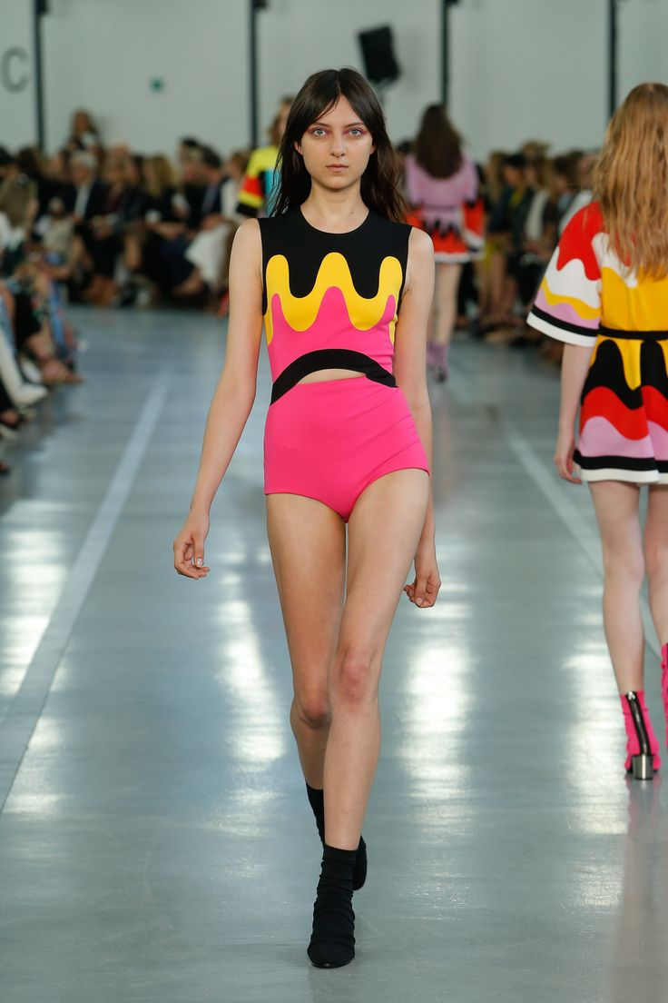 2017 05 kayla autumn ward legs - Emilio Pucci Spring 2017 Ready To Wear Collection Photos Vogue