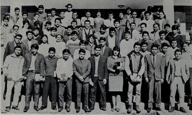 Primera promoción de la Facultad de Ciencias Económicas de la Universidad Nacional del Altiplano.