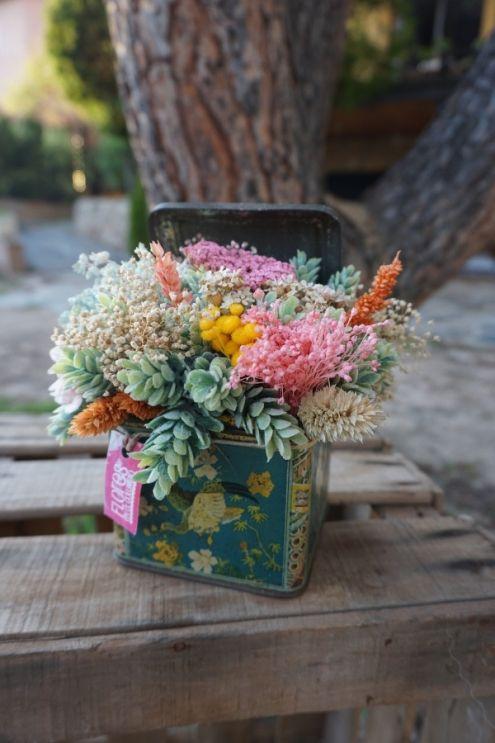 Cajita oriental con centro de flores preservadas y secas