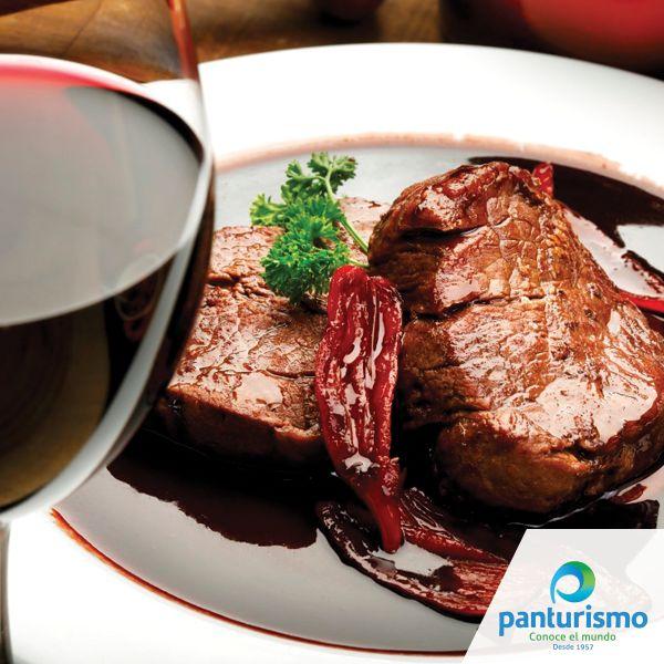 """En la Ruta del Vino descubre el maridaje perfecto con cada una de tus comidas, porque eso de """"los pescados deben acompañarse con vino blanco y los platos de carne deben casarse con vino tinto"""" ya no es una ley."""