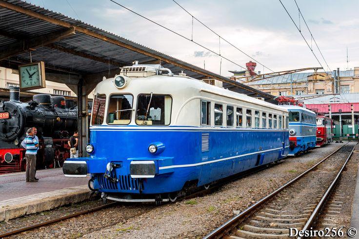 https://flic.kr/p/nJ7aqP | Malaxa 773 - Bucuresti Nord | 78-0773-8 a CFR Marfa expusa la linia 12 in Bucuresti Nord alaturi de alte automotoare si locomotive.  14.06.2014