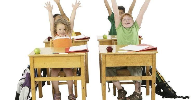 ¿Cuáles son los cuatro tipos de programas de reforzamiento parcial? . Los programas de reforzamiento de conducta se refieren a la frecuencia con la que un estudiante recibe refuerzo, o recompensa, por realizar un comportamiento deseado. En un programa de reforzamiento continuo, el estudiante recibe un reforzador cada vez que muestra el comportamiento deseado, como darle a un niño un pedazo de galleta por cada ...