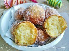Una ricetta semplice e squisita questa di castagnole di carnevale alla ricotta e arancia!! La morbidezza della ricotta e il profumo della arancia le fa più