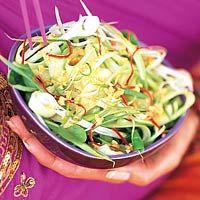 Recept - Komkommersalade met pinda-limoendressing - Allerhande
