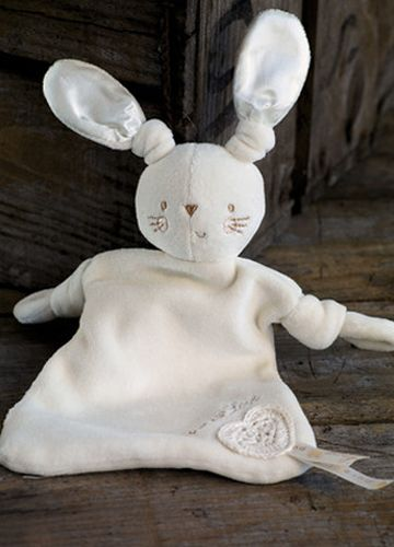 Bunny Comforter Organic Cotton. Bunny is a wonderful baby gift, or little welcome to the world for newborns. Baby comforters help promote good sleep and comforting. Made from organic cotton, this baby comforter is super soft and oh-so adorable #beanandme