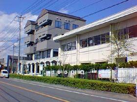 「鮎川体育館」 団体予約が入っていなければ、無料で使用できる。