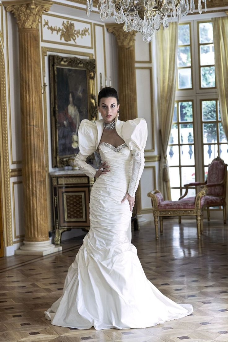 10 best Wedding Couture I love images on Pinterest | Wedding frocks ...