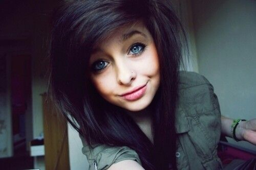 Question Yes Tumblr scene girls with black hair are