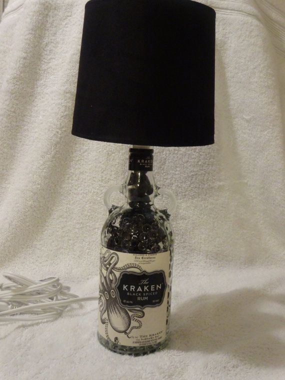 Lámpara de botella de Ron Kraken!  Muy singular!
