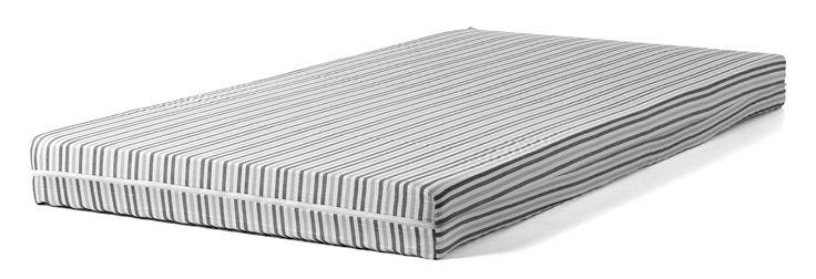 En utmärkt madrass med mycket bra komfort. Tack vare den tjocka stoppningen av elastiskt skum ger den bra tryckavlastning och god sovkomfort natt efter natt. Med både en fast och en mjuk profilerad sida är den lämplig för både gammal och ung. Den mjuka sidan passar barn och lättare personer och den fasta fördelar effektivt trycket från tyngre personer. Svensktillverkad. Tjocklek: ca 13 cm.