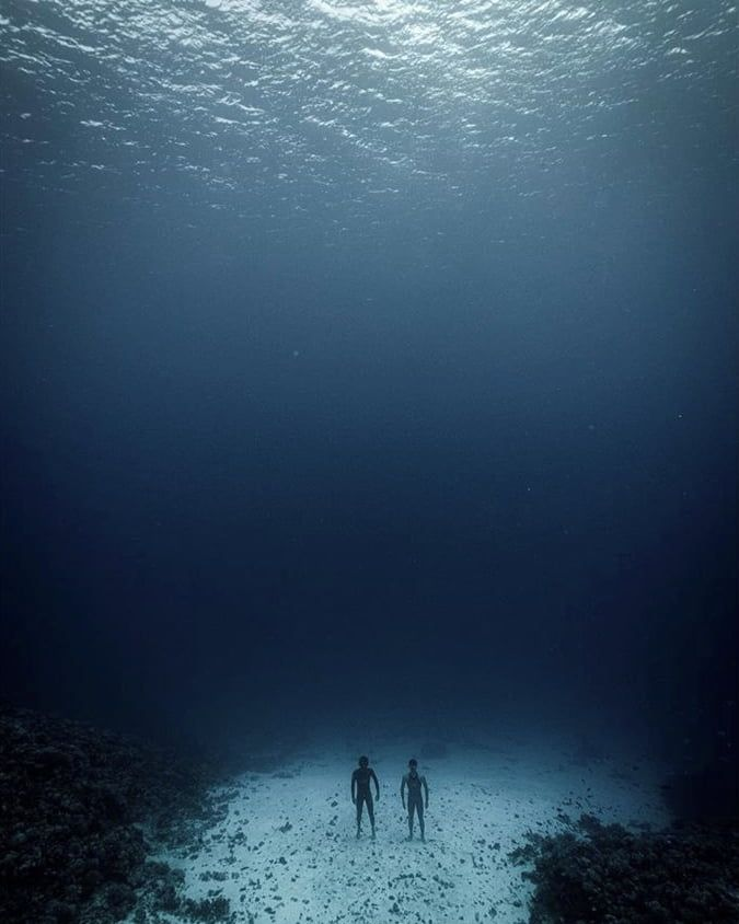 Just Seeing Two People Stand On The Ocean Floor Is Strangely Unsettling One May Go As Far As To Say Oddly Terrifying In 2020 Landscape Scenery Ocean Scenery