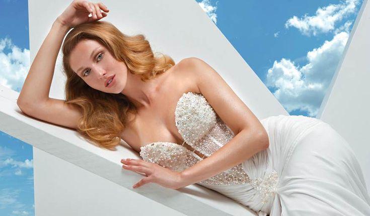 Valeria Marini sinonimo di moda e femminilità non poteva che lanciare una linea da sposa che facesse innamorare ogni donna dei suoi abiti scintillanti.