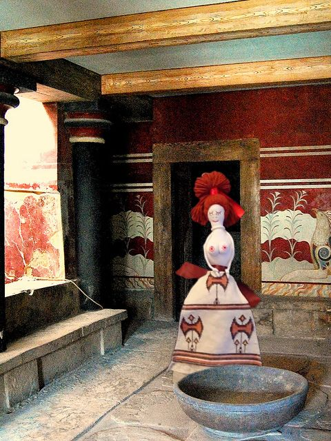 """Minoan mistress in Cnossos Palace, Creta island, Greece"". Cloth doll made by PouPée-Pe."