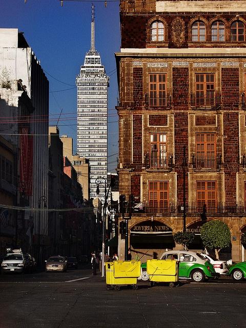 Torre Latinoamericana on background by AlexPears, via Flickr. ciudad de mexico
