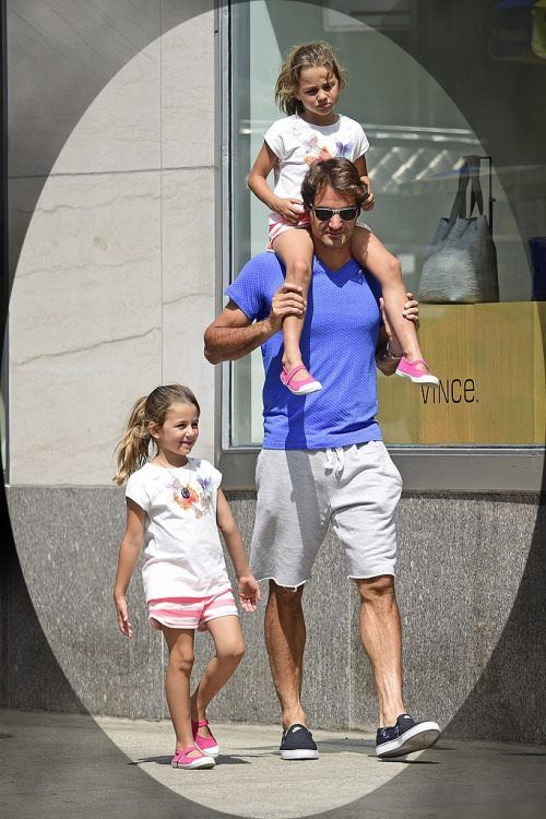 #RogerFederer´s Twins - On Daddy's shoulders