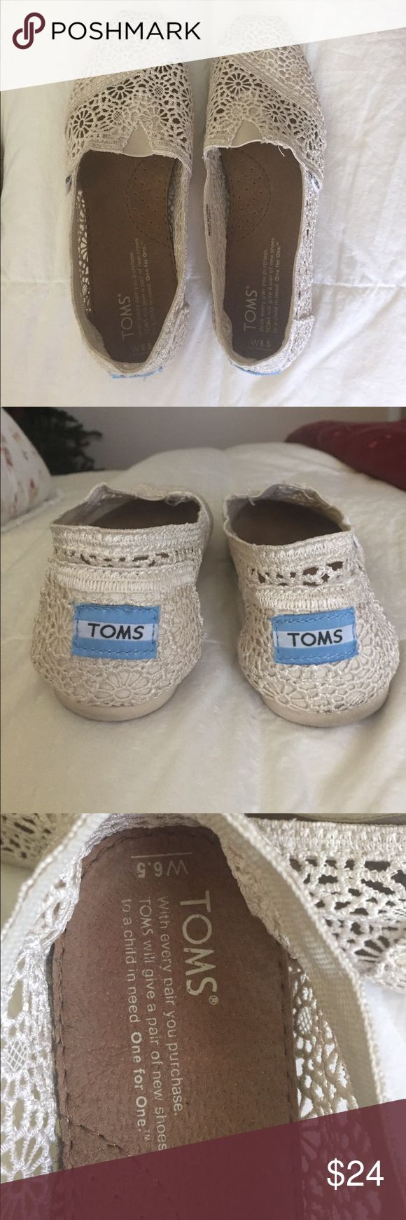 """Lace toms This shoe is an ivory lace toms. They have been gently worn a few times. They don't have any tears or stains. Size 6.5 . The bottom sole measures 9.5 by 3"""". TOMS Shoes Flats & Loafers"""