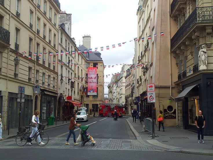 Paris en photo - paris-enphoto:   - Au bal des pompiers / Ready for...