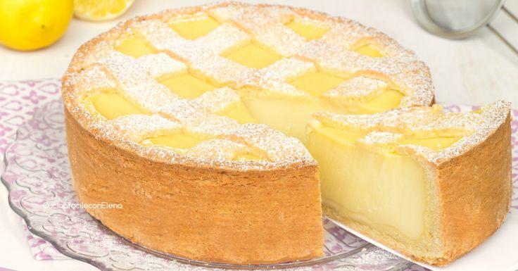La crostata con crema al limone è un dolce ricco di crema pasticcera al limone racchiusa da una frolla friabile, è deliziosa, si scioglie in bocca!