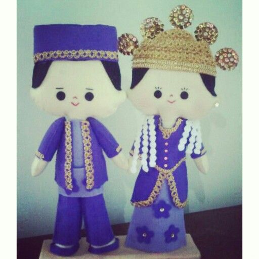 Hi, this cute feltdoll is wearing Jambi traditional wedding costume, made by Pipi Flanel.. Wanna see our feltdolls collection? Please visit our website at www.pipiflanel.com thank you :)