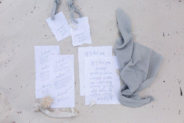 Calligraphy stationery for our elopement in Zanzibar // Destination Wedding // Strandhochzeit //  Papeterie Design, Einladung, Gelübte, Menükarten // Natürliche Hochzeitseinladungen Blau Weiß
