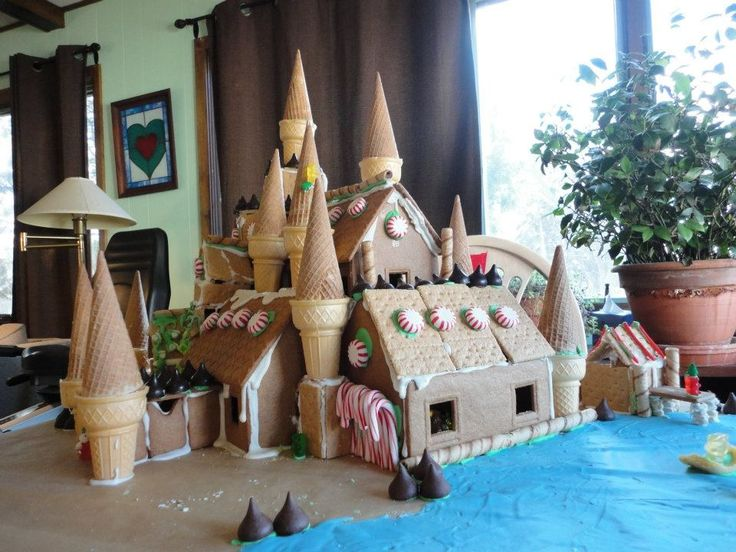 16 Gingerbread Houses to Feed Your Inner Nerd - Hogwarts, from Harry Potter.: