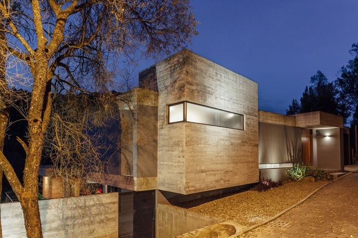 GALLERY HOUSE in Pereira, Colombia by Giovanni Moreno