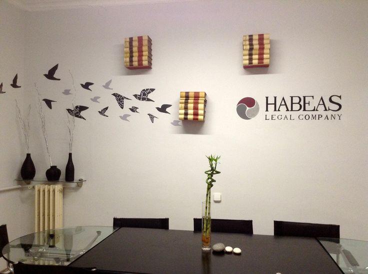 Reproducción del logo de la compañía Habeas abogados y mediadores