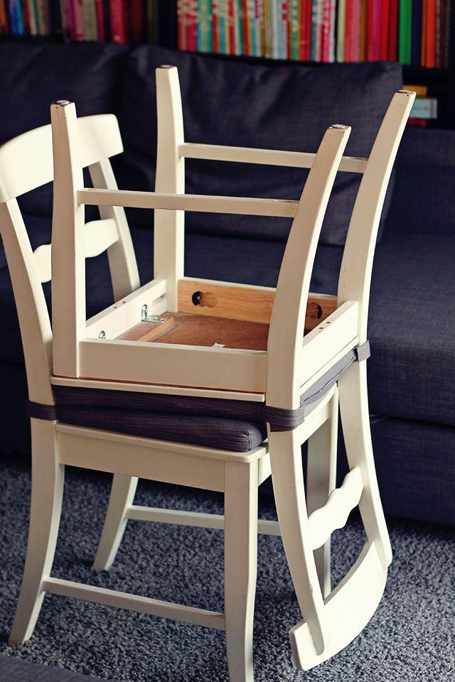Een handige, snelle en makkelijke manier om veel (stuk of 16) pompons tegelijk te maken. Benodigdheden: 2 stoelen, garen en een schaar. Duidelijke stap-voor-stap-uitleg met foto's en een filmpje. Onderdeel van een adventskalender.
