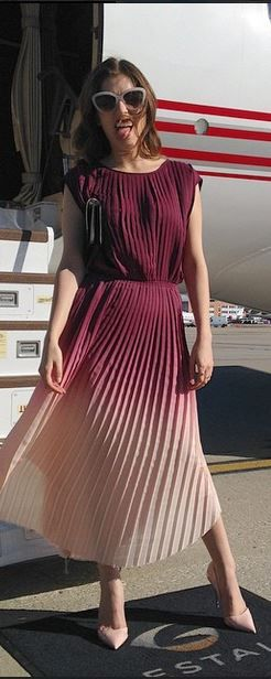 Who made Anna Kendrick's pink pleated ombre dress?